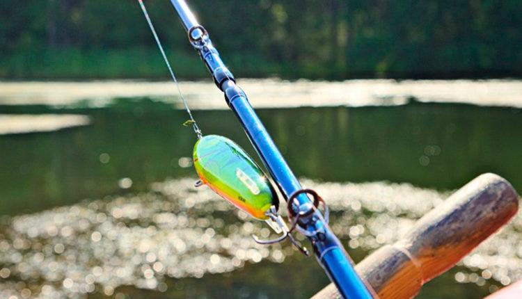 Снасти спиннингиста для ловли рыбы на реке