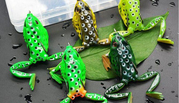 Различные цвета искусственных лягушек
