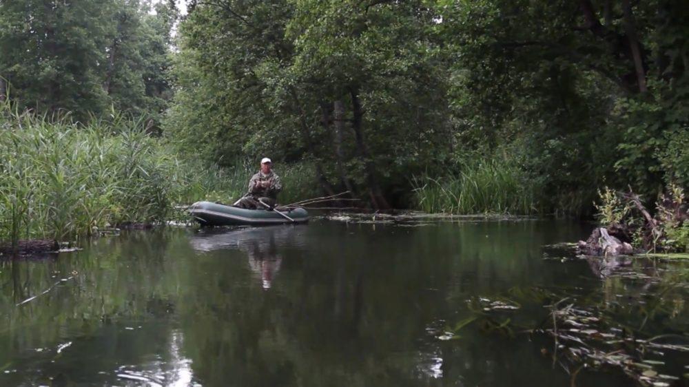 Рыбалка на спиннинг с лодки на малой реке